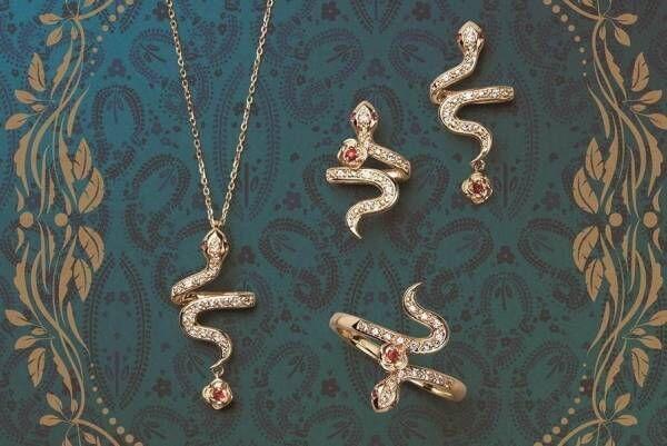 """アナ スイ""""ヘビ&薔薇""""のお守りジュエリー、ルビーが輝くピアスやリングが銀座三越店で"""