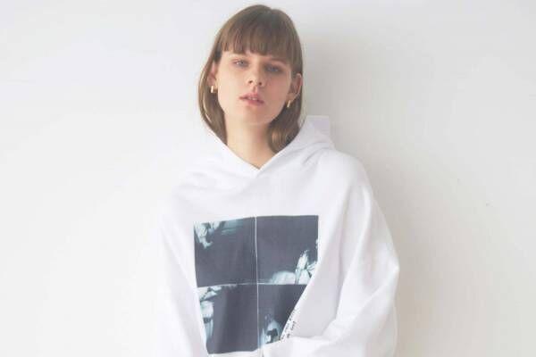 スナイデルから、ビリー・アイリッシュをフィーチャーしたTシャツ&フーディー発売