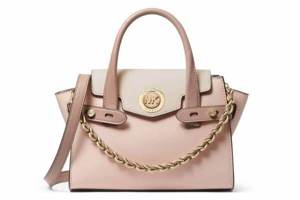 """マイケル マイケル・コースの新作バッグ、""""MK サークルロゴ""""を配したピンクのレザーバッグなど"""