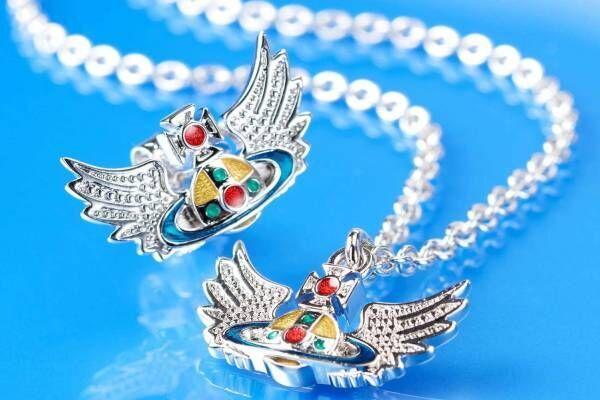 """ヴィヴィアン・ウエストウッド""""翼""""モチーフの「オーブ」ペンダント、古代ギリシャから着想"""