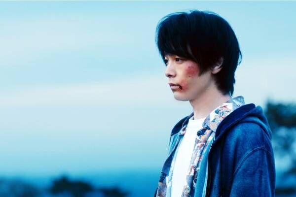 """中村倫也主演、映画『人数の町』出入り自由だが離れられない奇妙な""""町""""の秘密とは?"""