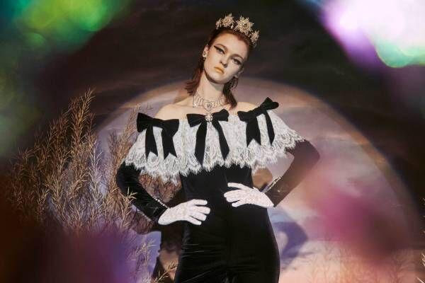 """パメオポーズ""""白鳥の湖""""から着想したリボン付きオールインワン&花柄プリンセスドレス"""