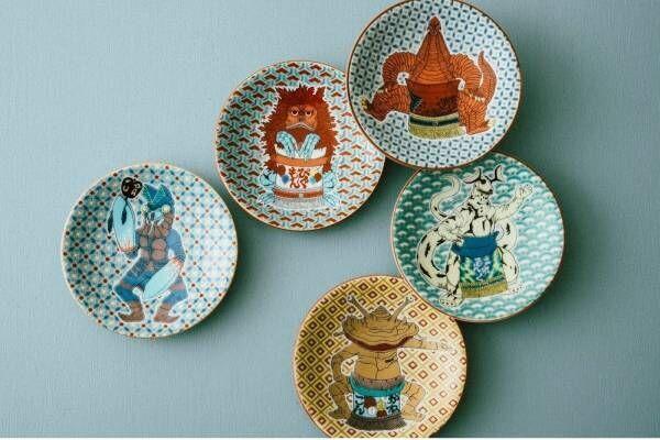 アコメヤ トウキョウ、相撲取り姿の「ウルトラ怪獣」を描いた豆皿やトートバッグなど