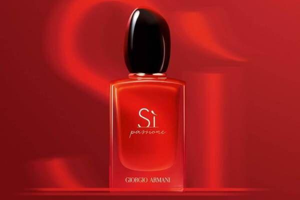 アルマーニ ビューティのアイコン香水「Si」に新作、躍動的なウッディ フローラルの香り