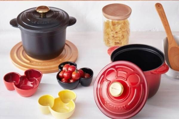 ル・クルーゼ「ミッキーマウス」キッチンウェア、ココット鍋や小皿&マグカップ付きプレートセット
