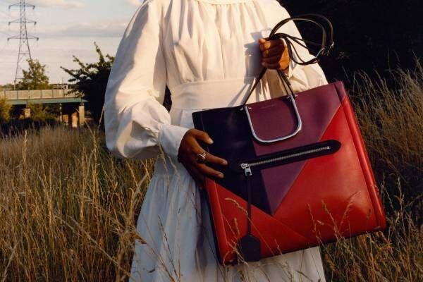 アレキサンダー・マックイーン「トール ストーリー バッグ」ジュエリー着想のメタルハンドル付きトート