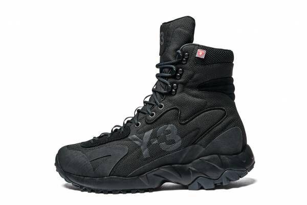 Y-3新作ブーツ「ノトマ」全天候に対応する高機能なオールブラックシューズ