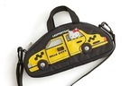 レスポートサック×ハローキティ、NYにサンリオ人気キャラが集結する総柄ボストン&タクシー型バッグ