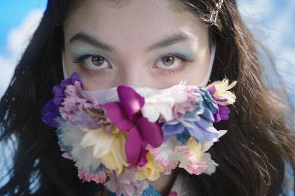 """ケイタ マルヤマ×ピッタマスクのコラボショー、""""時空を超えたファッション""""を提案&モデルに福士リナ"""