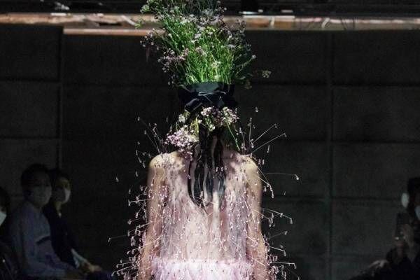 ノワール ケイ ニノミヤ 2021年春夏コレクション - ポジティヴなエネルギーは幻想と交わり…