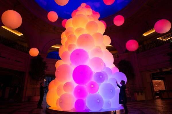 """チームラボ""""光のツリー""""がお台場ヴィーナスフォートに、人の動きに連動して""""光と音""""が変化"""