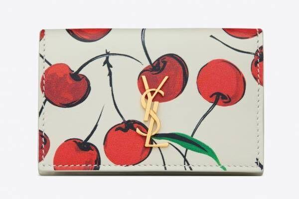 """サンローラン""""真っ赤なチェリー柄""""ミニ財布やiPhoneケース、日本限定で発売"""