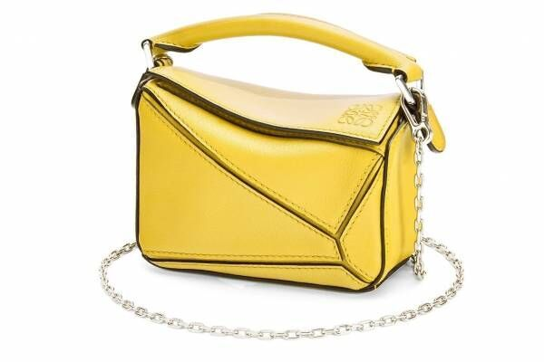 """ロエベの人気バッグ「パズル」に""""ナノサイズ""""が新登場、ショルダーストラップがチェーン式に"""
