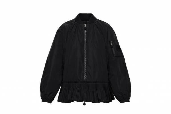 モンクレールのウィメンズ新作、プリーツボンバージャケットや華やかピンクのダウンコート