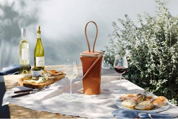 """土屋鞄製造所×スガハラ""""ひねって""""収納する「ワイングラス専用バッグ」チューリップ型グラスもセット"""