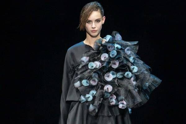 ジョルジオ アルマーニ 2021-22年秋冬ウィメンズコレクション - 穏やかな夜、繊細な夢