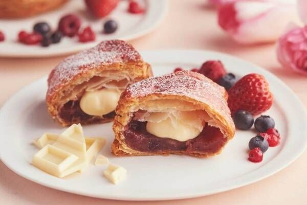 RINGOの新作「焼きたてホワイトチョコカスタードベリーパイ」4種のベリー×ホワイトチョコ