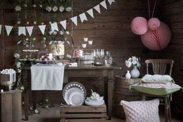 イケアの季節限定コレクション「インビューデン」テーブル周りを華やかに演出するケーキスタンドや花瓶