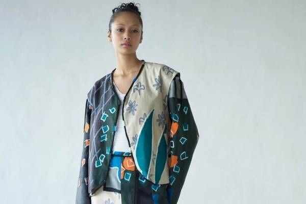 """イッセイ ミヤケ""""絵画を着る""""発想から生まれた新作、1枚布のワンピースやプリーツ素材のスカート"""
