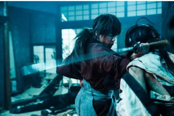 映画『るろうに剣心 最終章』が写真集に、約50万枚のカットから厳選&舞台裏やインタビューも