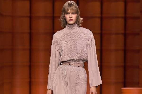 エルメス 2021-22年秋冬ウィメンズコレクション - 衣服と身体の連動、身体性の定義
