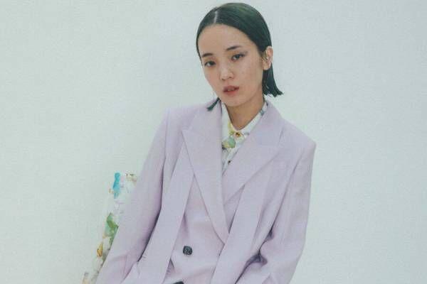 """ミューラル""""パレットに広がった色彩""""モチーフのシャツ&スモークピンクのスーツなど、名古屋で"""
