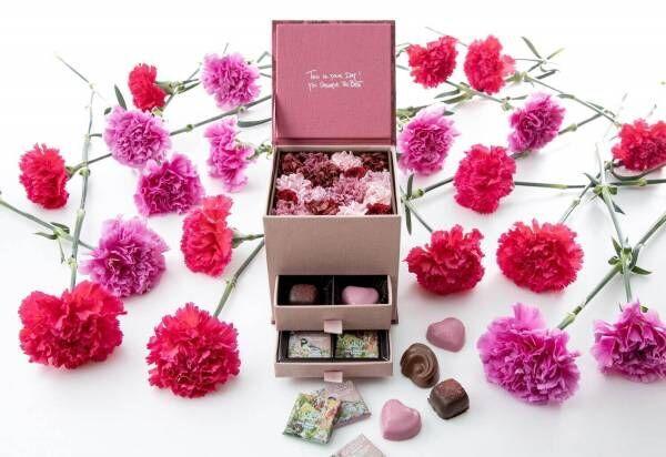 ゴディバ×ニコライ バーグマン母の日ギフトボックス、ハート形チョコ&カーネーションの花をイン