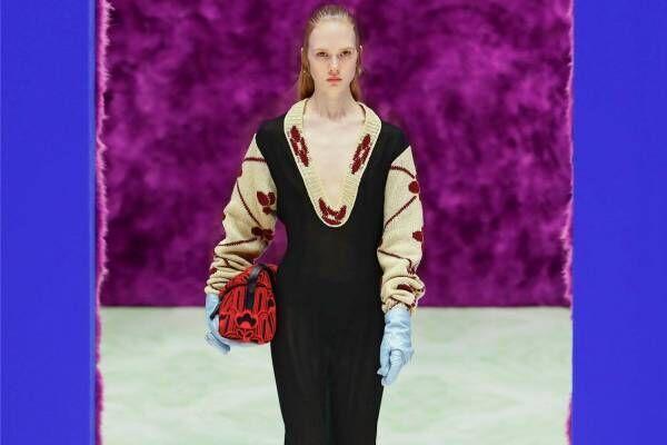 プラダ 2021-22年秋冬コレクション - 身体と服の探求再び、中間地点を求めて