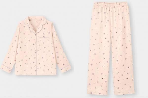 "GU""桜""舞い散る2021年春ルームウェア、艶めくサテン生地のパジャマ&ワンピース"