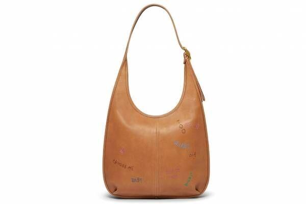 コーチ新作バッグ&ウェア、ナチュラル レザーの手刺繍バッグ「エルゴ」やてんとう虫柄ニットなど