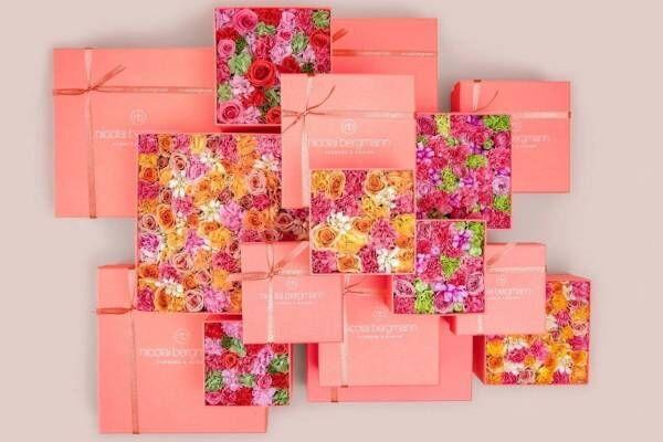 """ニコライ バーグマン""""母の日""""限定フラワーボックス、ピンクグラデ&優しい色彩のバラやカーネーション"""