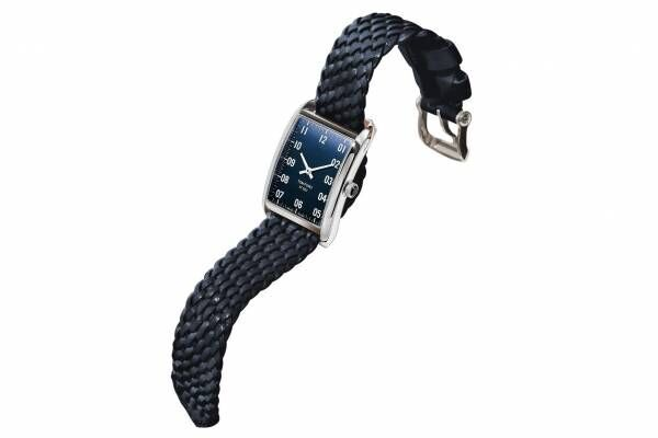 トム フォード タイムピースの腕時計「N.001」ロンハーマン限定ネイビーダイヤル×編み込みバンド