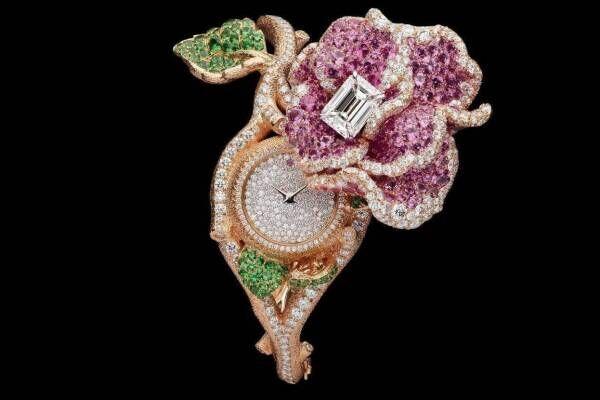 """ディオール""""バラの花""""に捧げるハイジュエリー、ダイヤモンドのバラを配したネックレスなど"""