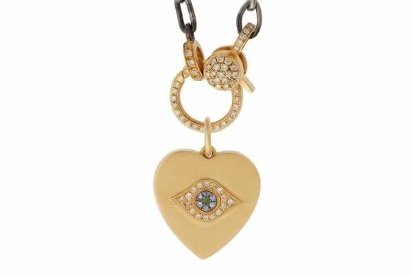 """イレアナ・マクリ""""魔除けの目""""を飾ったお守りジュエリー、ダイヤモンド&カラーストーンのリングなど"""