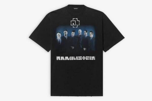 バレンシアガ×独ロックバンド・ラムシュタイン、ロゴやグラフィックを配したTシャツやフーディー
