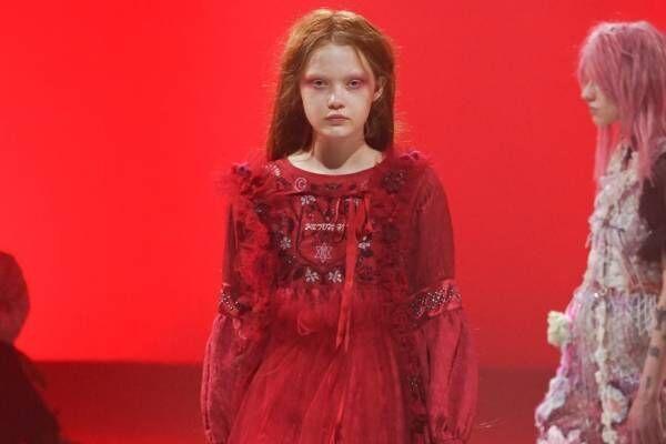 ルルムウ 2021-22年秋冬コレクション - 魔法の森を舞台に、魔女と少女が舞い踊る