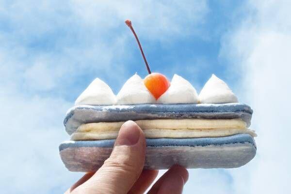 """""""空""""イメージの限定エクレアが神戸・阿倍野で、クリームソーダ風味のブルー生地×ふわふわクリームも"""