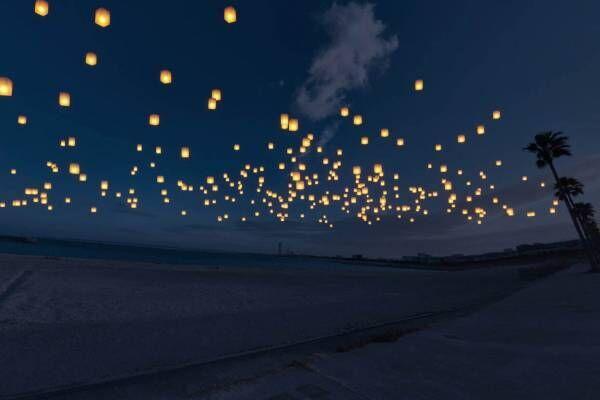 """""""スカイランタン""""が七夕の夜空を彩る「泉州ビーチランタンフェス」、大阪・泉南りんくう公園で"""