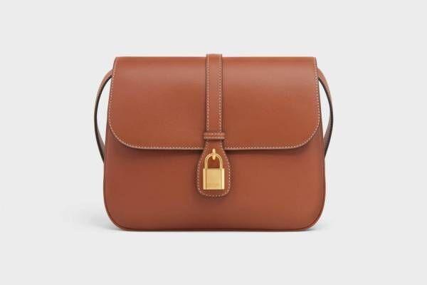 """セリーヌの新作バッグ「タブゥ」乗馬のサドルバッグ着想、""""秘密の箱""""イメージのロック付き"""