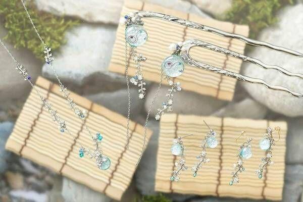 """ピアスのようなイヤリング「ぴあり」""""夏の鴨川""""デザイン、淡い水色のガラスと煌めくパール"""