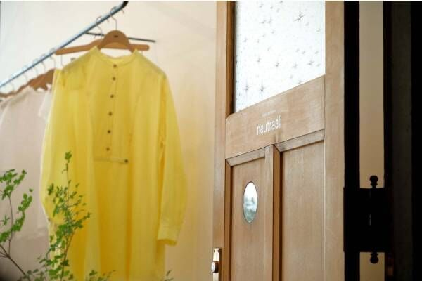 ミナ ペルホネン ネウトラーリの新店舗が京都にオープン、長く着られるシンプルな服