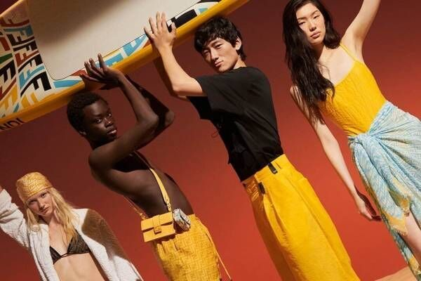 フェンディ「FF ヴァーティゴ」に新作スイムウェア&サンダル、ビーチに映えるイエロー&ブルー配色