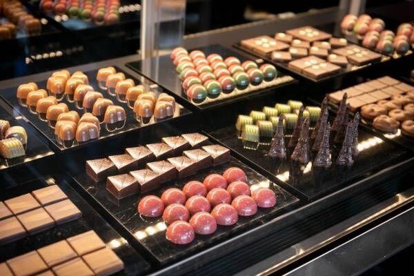 """老舗チョコレート「サロンドロワイヤル」旗艦店が銀座に、""""宝石""""のようなボンボンショコラなど"""