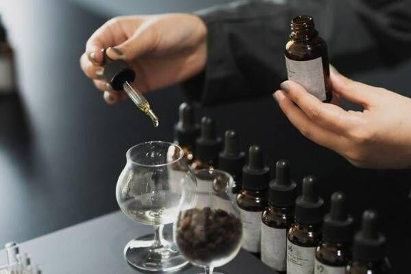 オサジのホームフレグランス調香専門店「kako -家香-」蔵前にオープン、家の香りを調香体験