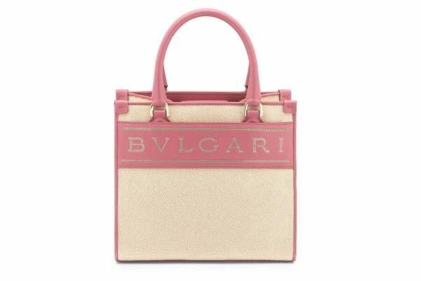 ブルガリのロゴ入りトートバッグ新色、ピンク・キャラメルトパーズ・アイボリーオパールなど