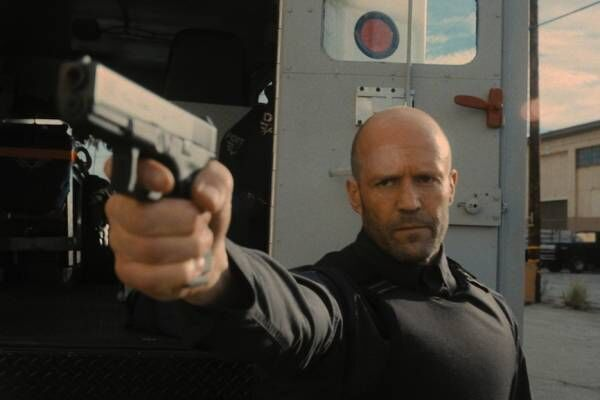 映画『キャッシュトラック』ジェイソン・ステイサム×ガイ・リッチー最新作、大金の行方は?男の正体とは?