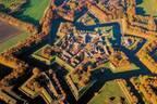 """書籍『世界の不思議な街の空から』オランダ""""星形要塞""""や水の都・ヴェネツィアなど不思議な街を空撮"""