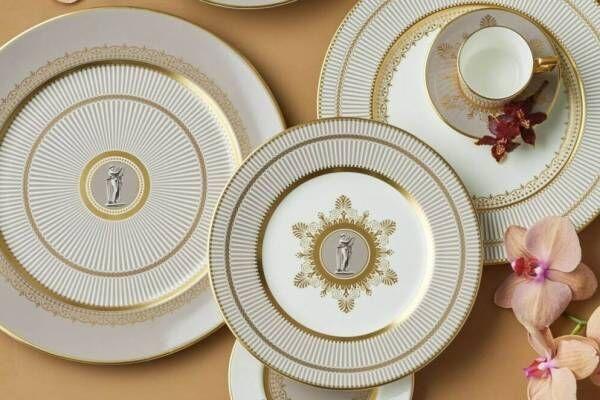 """ウェッジウッド""""グレージュ×ゴールド""""の華やかテーブルウェア、古代ギリシャ着想のモチーフを配して"""