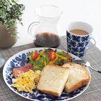 青く美しい花が特徴的!ロールストランドのモナミシリーズの食器で上品な食卓に