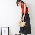 軽やかに着こなしたい!定番「黒ボトムス」で作る大人可愛い夏スタイル☆